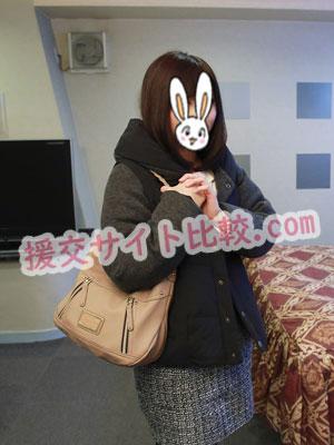 筑紫野市の援交体験でホテルについてホッとする彼女の画像
